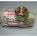 Гайка футорки Mitsubishi Canter FE444/531/635/639 правая MT420212