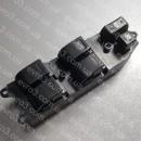 Кнопка управления стеклоподъемником L Toyota HiAce 4Runner N180, Camry V20, HiLux IV 97-05, LCruiser J90, Picnic M10, Yaris P10